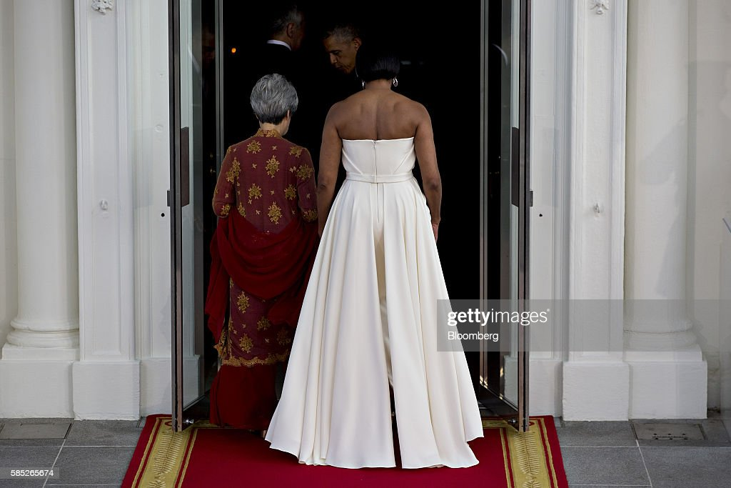 U.S. First Lady Michelle Obama, right, and Ho Ching, wife of Lee Hsien Loong, walk into the White House after participating in a State Dinner arrival on the North Portico of the White House in Washington, D.C., U.S., on Tuesday, Aug. 2, 2016. The occasion marks first official visit by a Singapore prime minister since 1985. Photographer: Andrew Harrer/Bloomberg via Getty Images