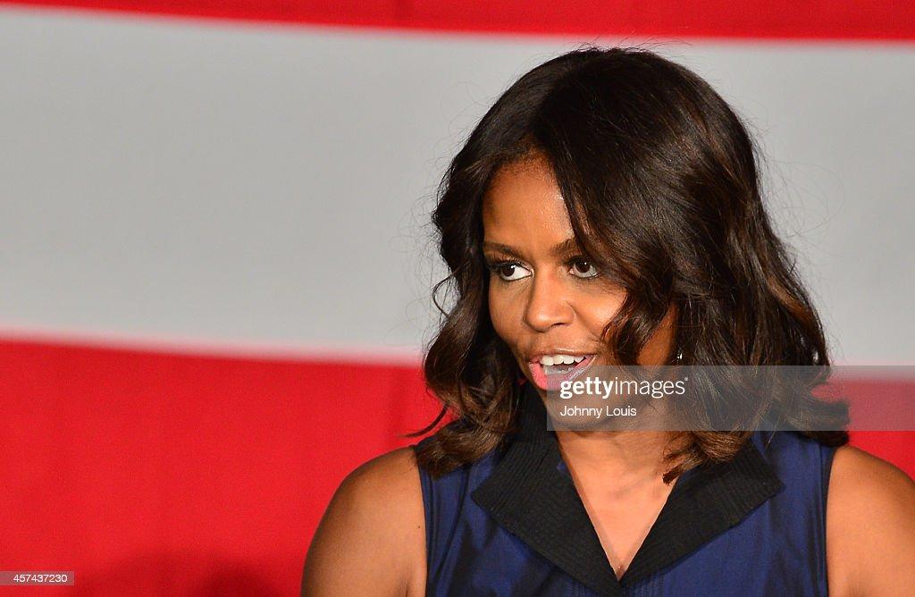Michelle Obama Campaigns For Charlie Crist In Miami : News Photo