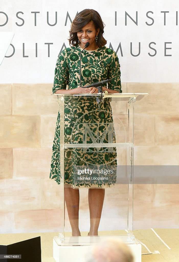 Anna Wintour Costume Center Grand Opening : News Photo