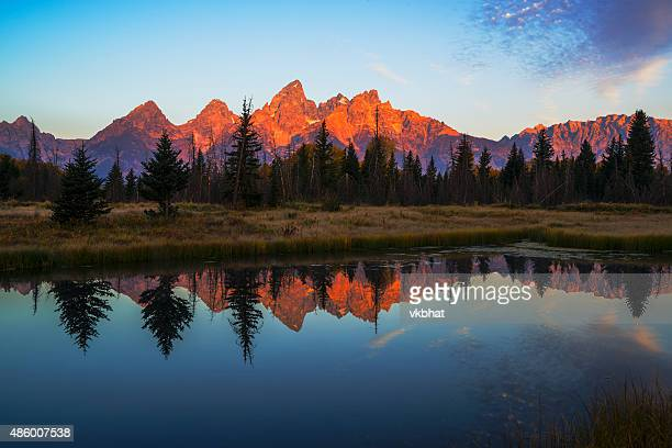 First light, eine illuminating Tetons mountain range