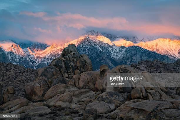 first light on eastern sierra range - don smith imagens e fotografias de stock