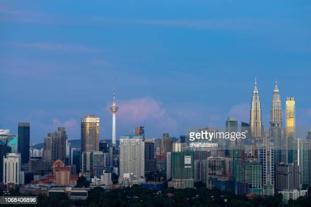 first light over petronas twin towers,  a pair of glass and steel clad skyscrapers (451m). - shaifulzamri stock pictures, royalty-free photos & images