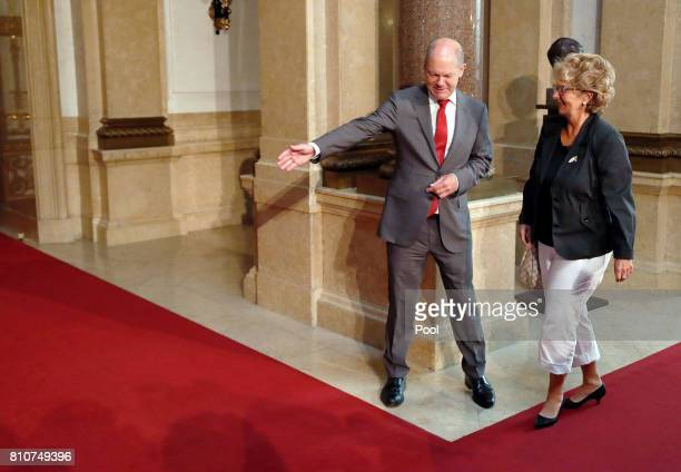 First Mayor of Hamburg Olaf Scholz welcomes Christiane Frising wife of President of the European Commission JeanClaude Juncker during the partner...