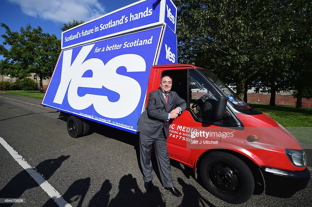 Alex Salmond Yes Campaign Travels To Dundee : News Photo