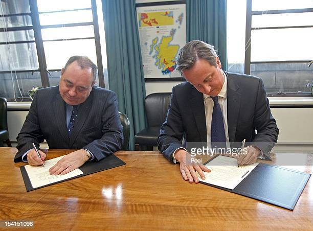 First Minister of Scotland Alex Salmond and Prime Minister David Cameron sign a referendum agreement at St Andrew's House in Edinburgh on October 15...