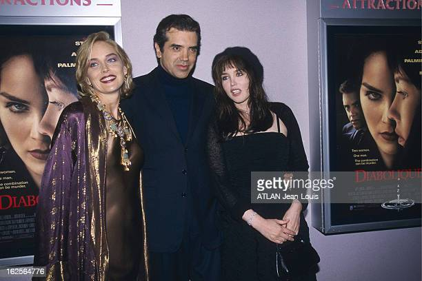 First Of The Film Evil By Jeremiah Chechik Plan de face de Chazz PALMINTERI posant entre ses partenaires Isabelle ADJANI coiffée d'un béret et Sharon...