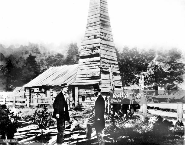 First oil well installed by the colonel Drake to Titusville 1859 BOY31520