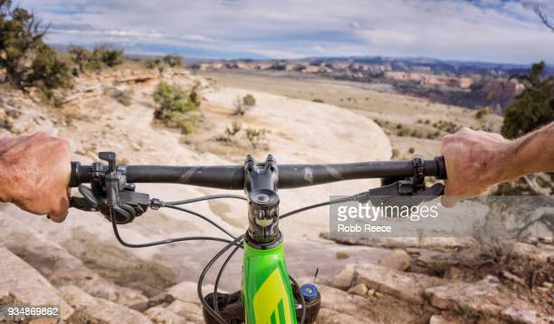 first person view of mountain biker on a desert trail - robb reece stockfoto's en -beelden