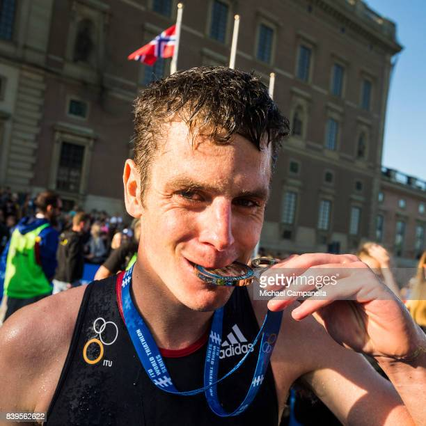 First place winner Jonathan Brownlee bites his medal after the men's elite race of the Vattenfall World Triathlon Stockholm on August 26 2017 in...