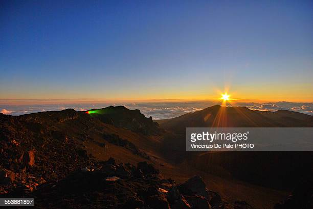 first ray of light on haleakala - hawaii volcanoes national park stock pictures, royalty-free photos & images
