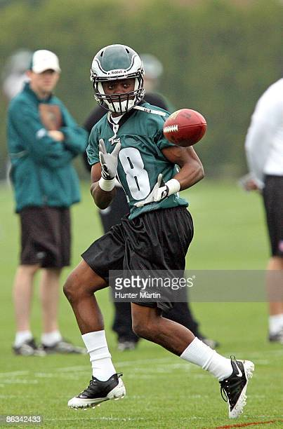 First round draft pick wide receiver Jeremy Maclin of the Philadelphia Eagles practices during mini camp at the NovaCare Complex on May 1 2009 in...