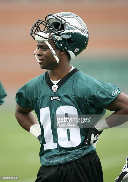 First round draft pick wide receiver Jeremy Maclin of the Philadelphia Eagles practices during minicamp at the NovaCare Complex on May 1 2009 in...