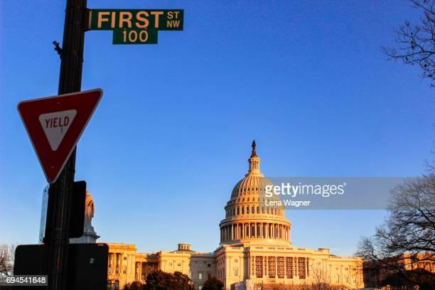 first street sign against capitol building - ciudades capitales fotografías e imágenes de stock