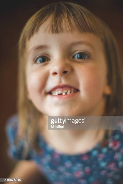 first tooth loss for a cute 5 years old girl - mmeemil stock pictures, royalty-free photos & images
