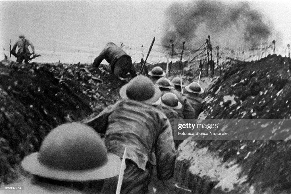soldiers of the English infantry in France, running out of their trenches at the signal to assault (sequence, 2 of 2, see FSNgilardi_49496). Somme, France 1916.