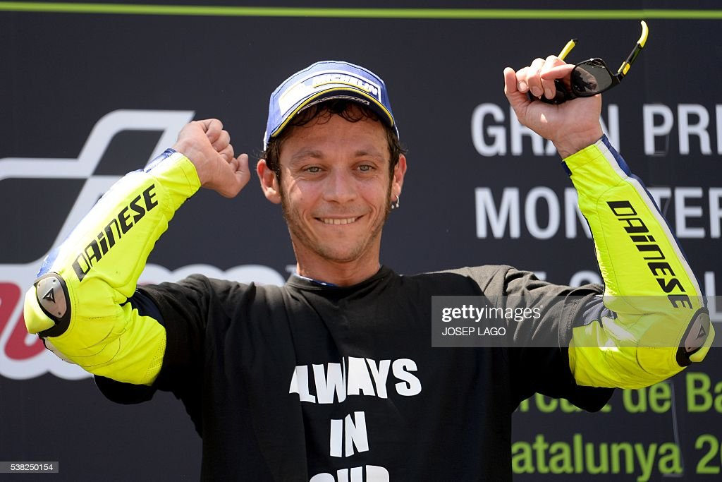 First-placed Movistar Yamaha MotoGP's Italian rider Valentino Rossi celebrates on the podium after winning the MotoGP race of the Catalunya Grand Prix at the Montmelo racetrack near Barcelona on June 5, 2016. / AFP / JOSEP
