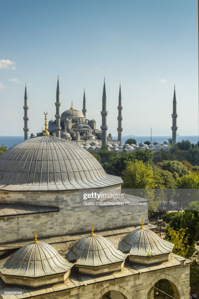 Firuz Aga mosque and Sultanhamet Camii (Blue Mosque) : Stock-Foto