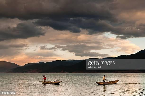 Fischerboot im See Lugu Hu