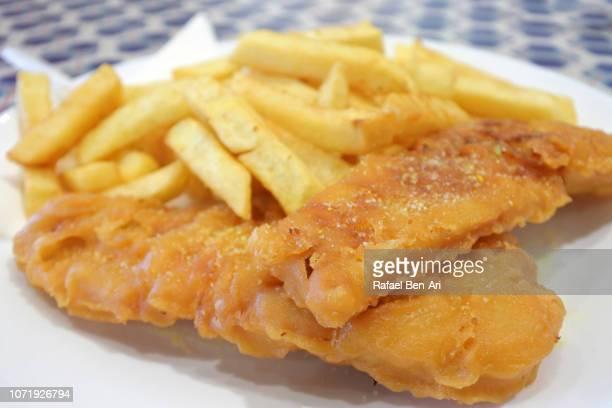 fish and chips dish close up details - rafael ben ari fotografías e imágenes de stock