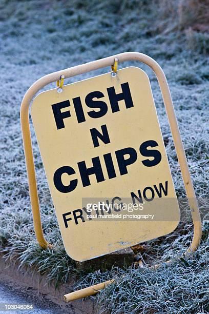 fish and chips sign - イーストサセックス ストックフォトと画像
