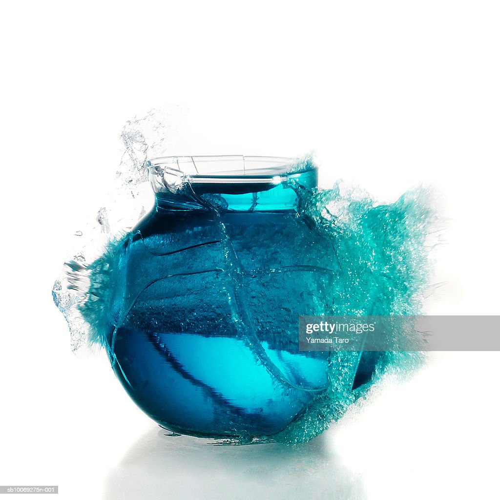 Fish bowl exploding, close-up : Stockfoto