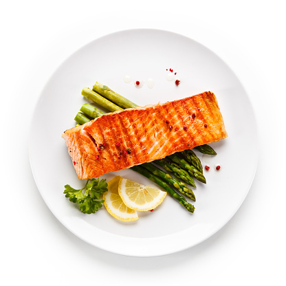 Fish dish - grilled salmon and asparagus 913034864