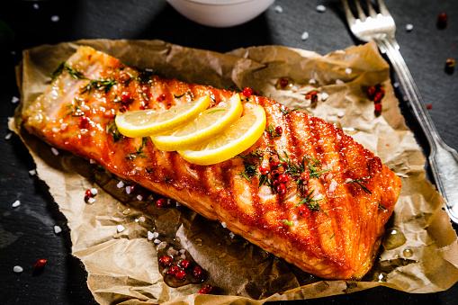 Fish dish - salmon steak and vegetables 914755250