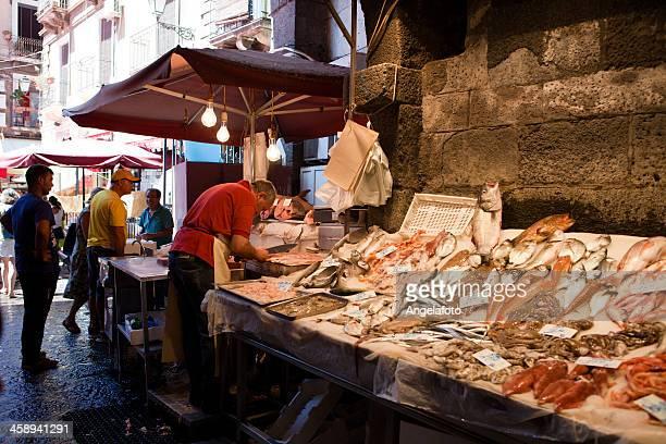 Marché de poissons de Catane en Sicile, en Italie