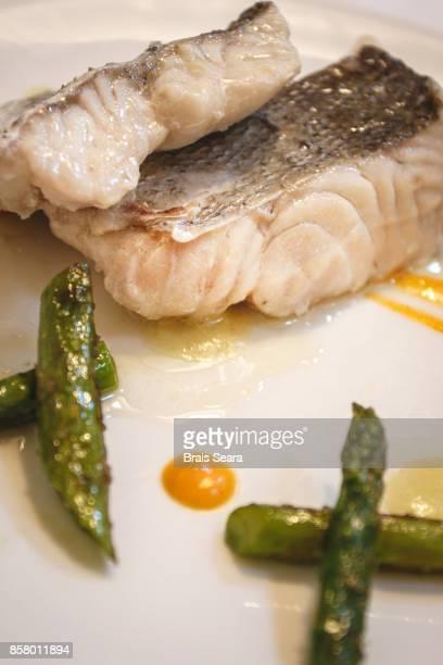 fish plate - merluza fotografías e imágenes de stock