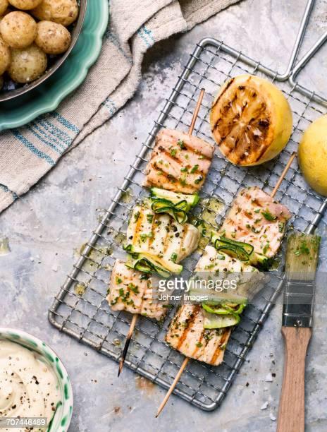 fish skewers - bratspieß stock-fotos und bilder