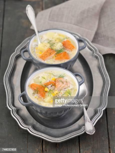 fish soup with hot-smoked salmon, potatoes, leeks and sweetcorn - rua fotografías e imágenes de stock