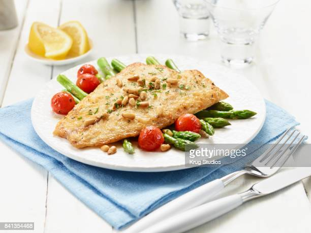 Fish with Asparagus and Tomatoes