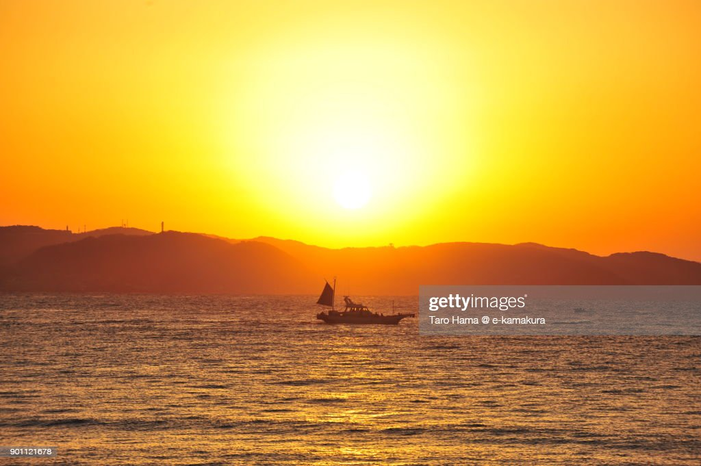 A fisher boat and rising sun on Miura Peninsula and Sagami Bay in Kanagawa prefecture in Japan : ストックフォト