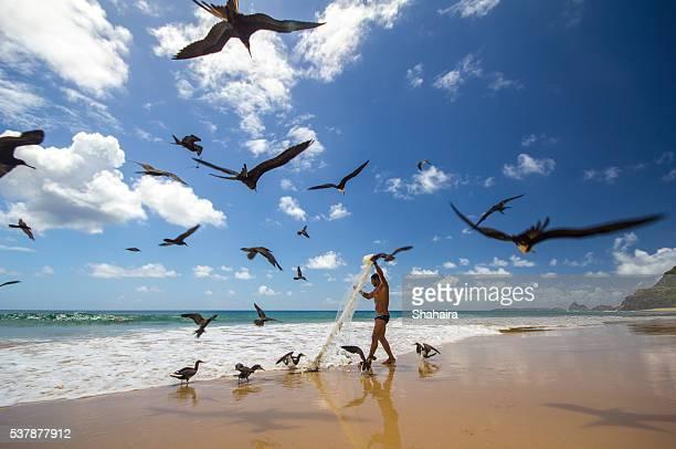Fischer bei der Arbeit am Strand von Fernando Norohna