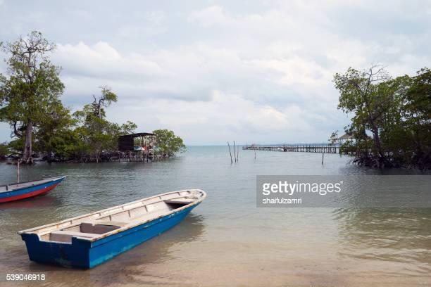 fisherman boats in sibu island of johor, malaysia - shaifulzamri stock pictures, royalty-free photos & images