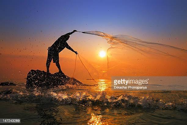 fisherman from hua hin - プラチュアップキリカン県 ストックフォトと画像