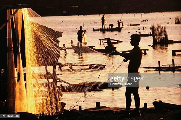 fisherman hanging nets - ゲレーロ州 ストックフォトと画像