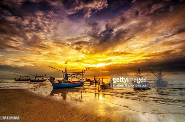 fisherman, hua hin beach prachuap khiri khan - prachuap khiri khan province stock pictures, royalty-free photos & images