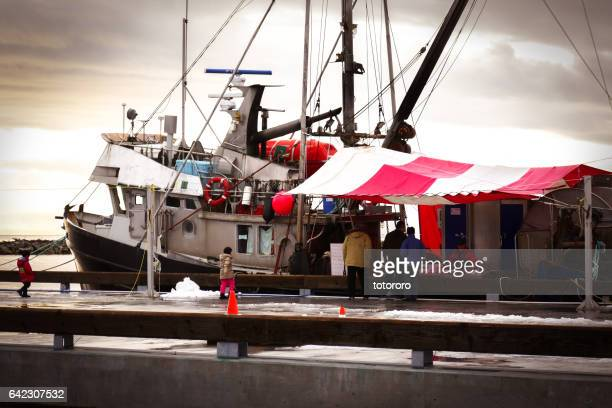 fisherman selling fresh fishes at steveston fisherman's wharf in richmond bc canada - richmond british columbia stock photos and pictures
