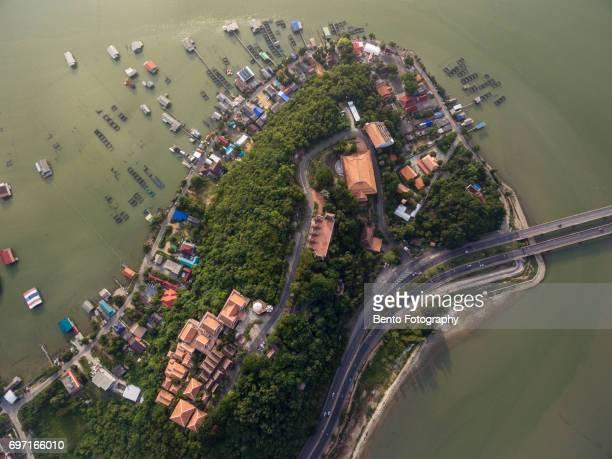fisherman village from top - provincia di songkhla foto e immagini stock