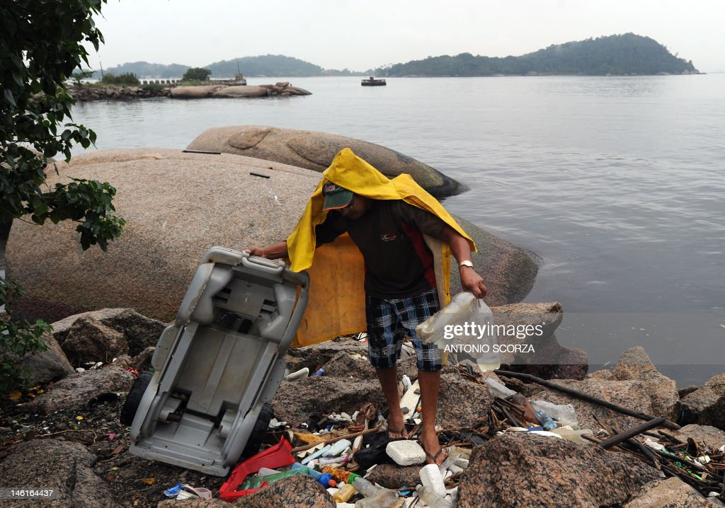 BRAZIL-RIO20-ENVIRONMENT-GUANABARA BAY-POLLUTION : News Photo