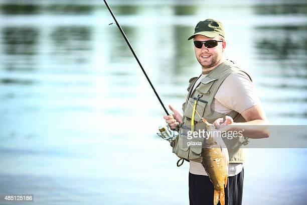 Pescatore con la pesca.