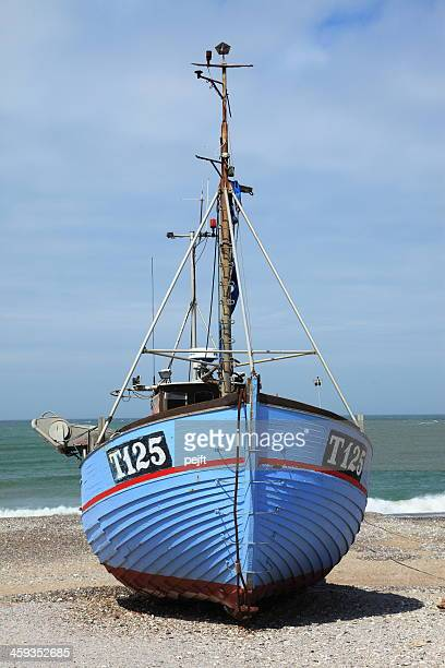 fishermans boat on beach at nørre vorupør - pejft stock pictures, royalty-free photos & images