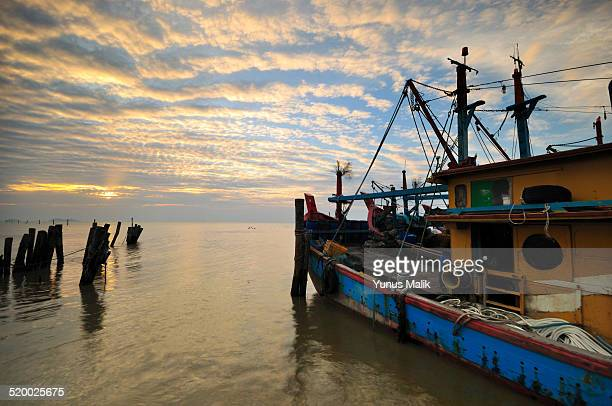 fishermen boat - fishing village stock pictures, royalty-free photos & images