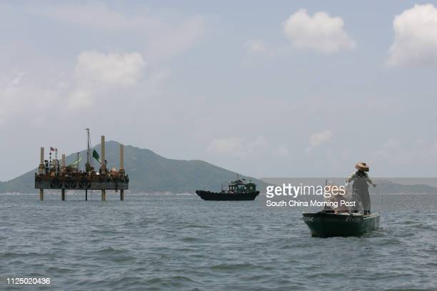 Fishermen Fung Foryan and his wife Cheung Linmui retrieve the fishing net and found no fish Cheung Chisang Chairman of Soko Islands' Small Boat...