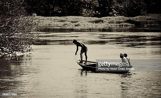 fishermen in manaus - victor ovies fotografías e imágenes de stock