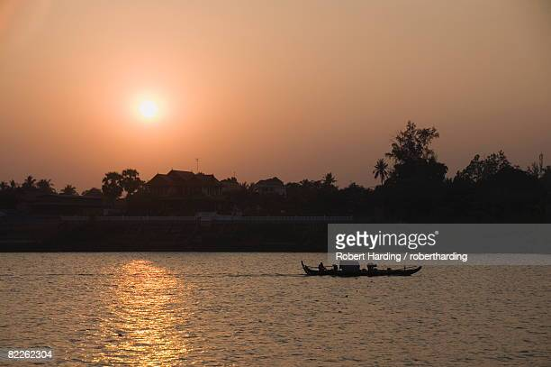 Fishermen on the Mekong River, Phnom Penh, Cambodia, Indochina, Southeast Asia, Asia