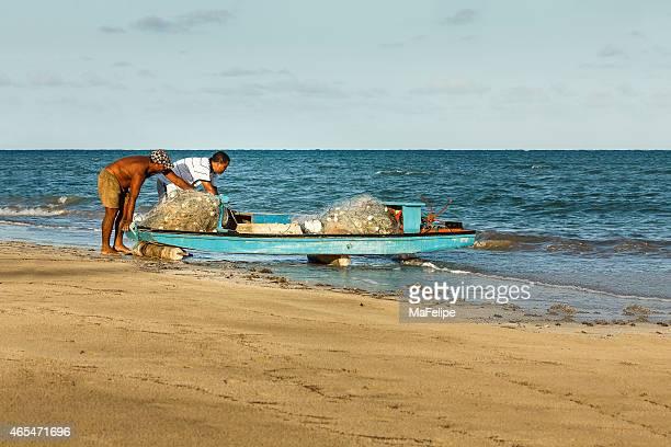 Fischer Vorbereitung der Gondel, um zum Meer