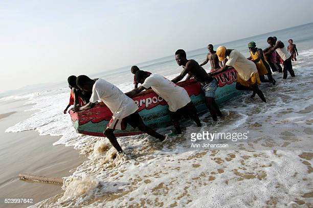 Fishermen pull in a boat in Aberdeen near Freetown Sierra Leone November 15 2008 | Location Aberdeen Sierra Leone