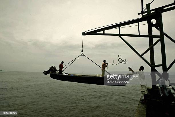 Fishermen return to El Puerto de La Libertad 31 km of San Salvador after a night working in the sea 05 September 2007 Fishermen are not allowed to...